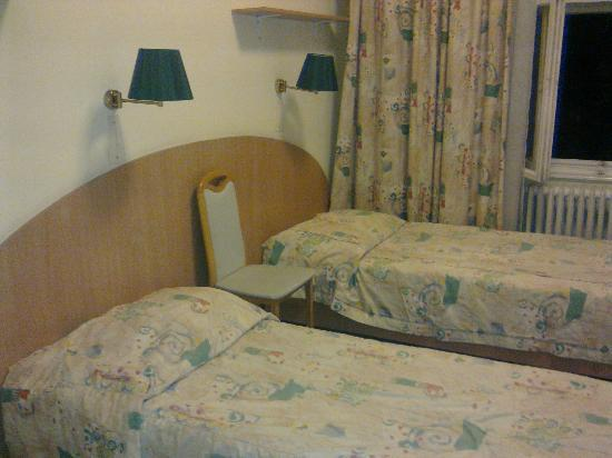 Hunguest Platanus Hotel: 2 Beds and a chear as night table