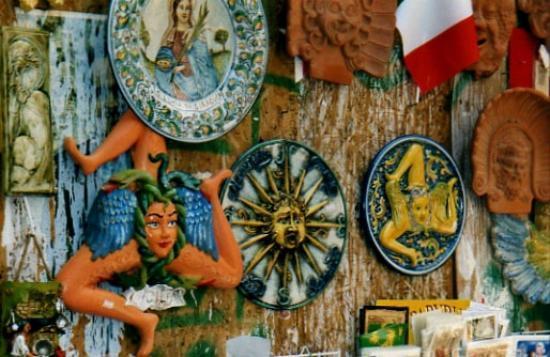 Ortygia siracusa ceramiche caratteristiche foto di for Negozi di arredo bagno a siracusa