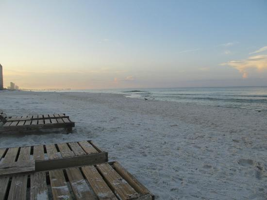 Palmetto Inn & Suites: morning coffee on the beach!