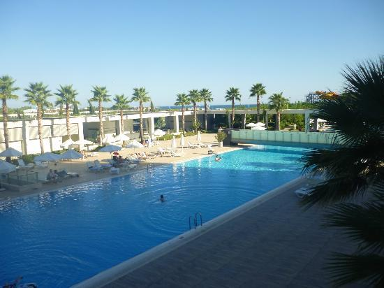 Kervansaray Hotel Kundu: View of pool from Piano bar