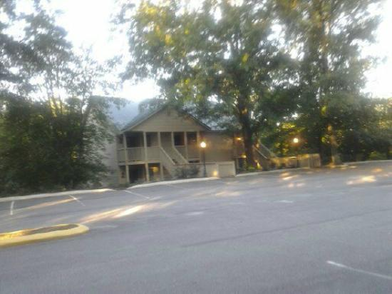 Rumbling Bald Resort on Lake Lure: Apple Valley Villas