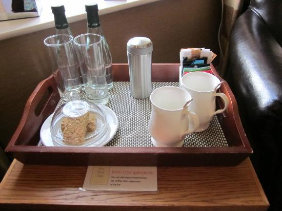 Sun Inn: Welcome tray (yummy biscuits !)