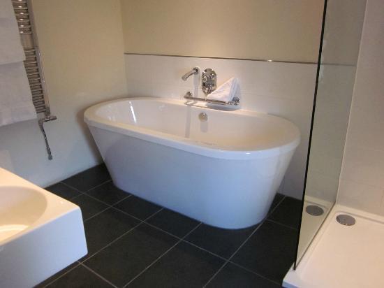 Sun Inn: Super bath !