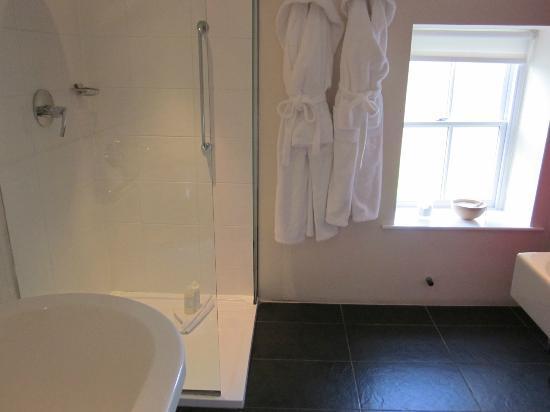 Sun Inn: nice seperate shower