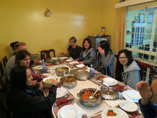 Sandavy Guest House - Kilimani: Dinner!