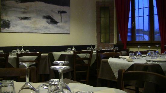Fidenza, Italy: sala interna (fondo)