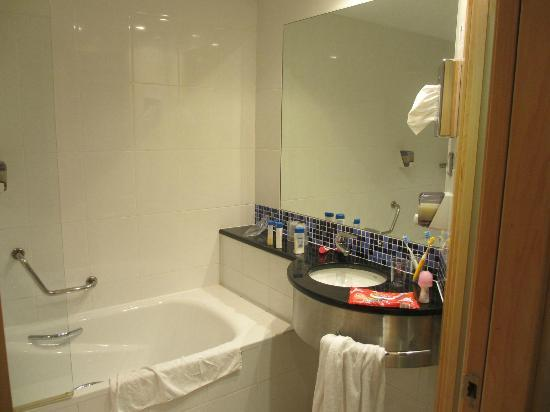 Holiday Inn Express Pamplona: baño