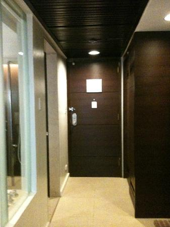 Century Park Hotel: door/foyer