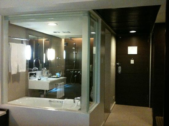 Century Park Hotel: see-through bathroom