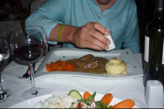 Symposio : Delicious steak in blue cheese sauce