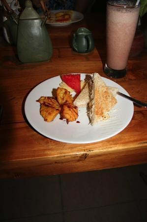 Nefatari Exclusive Villas: thee/koffie/vers fruitsap en snacks in de middag; een uitstekende inbegrepen service