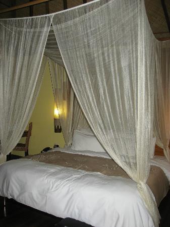 Le Meridien Tahiti: Canopy Bed