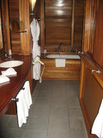 Le Meridien Tahiti: Bathroom