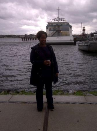 Amstel Botel: me outside the hotel