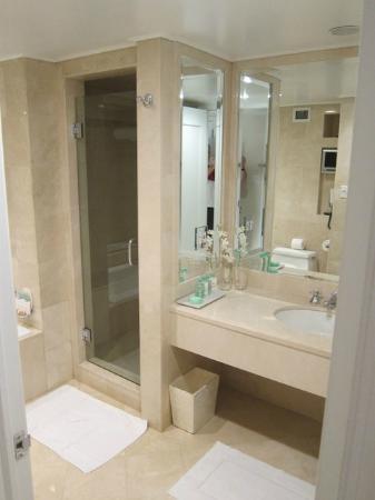 Lowell Hotel: Bathroom