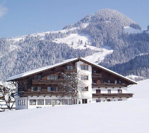 Doorstep skiing (48309854)