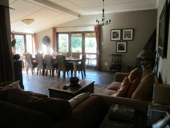 Kariega Game Reserve: Living / dining room