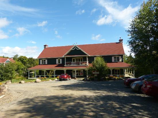 Le baluchon Eco Resort: L'Auberge de la Rivière