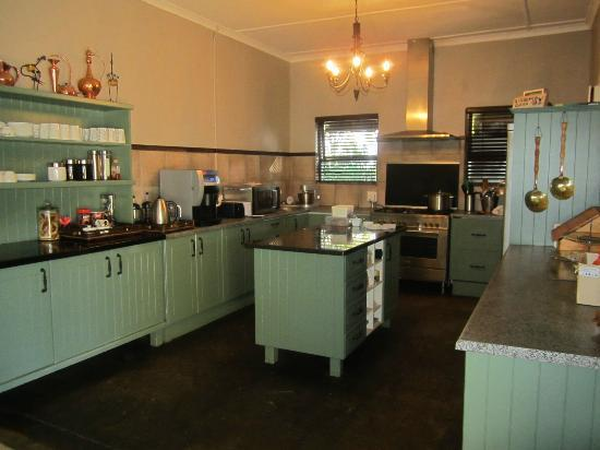 Kariega Game Reserve - All Lodges: Kitchen area off of the dinning / living room