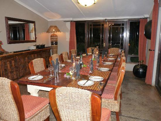Kariega Game Reserve - All Lodges: Dining room with table set up for 12
