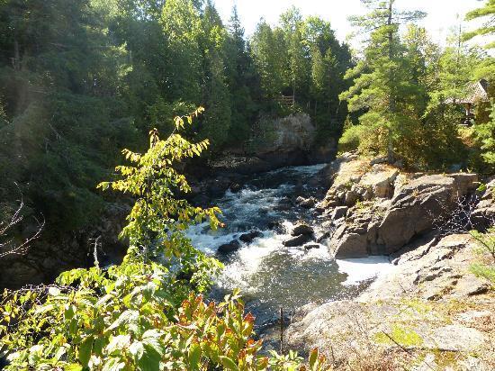 Le baluchon Eco Resort: La rivière