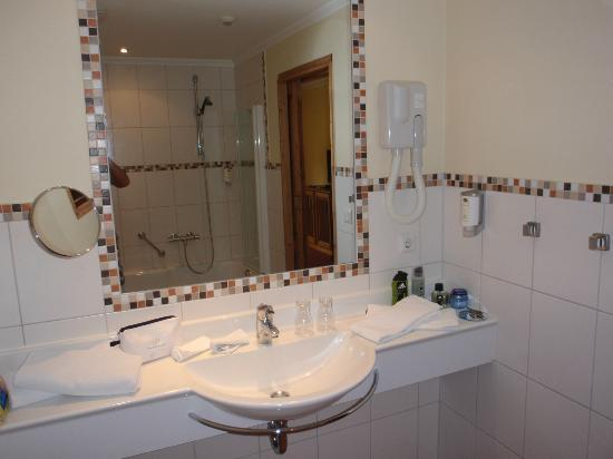 Hotel Belle Vue: badkamer