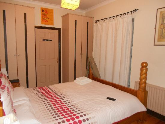 Cashel Town Bed and Breakfast: Room