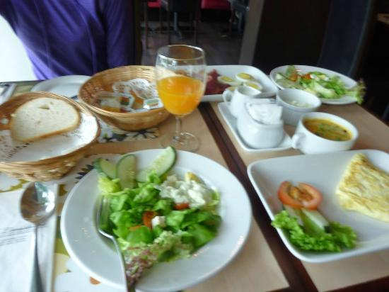 Regalodge Hotel Ipoh: Our breakfast spread