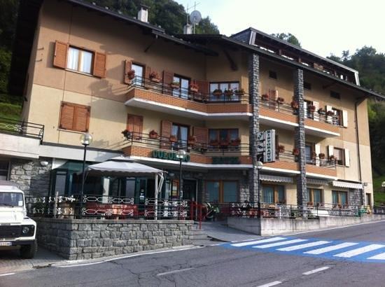 Caspoggio, Italia: L'albergo dall'esterno.