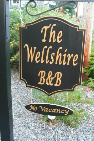 The Wellshire Bed and Breakfast: sign