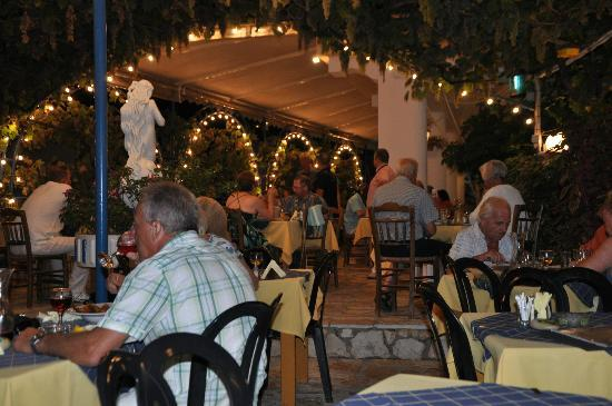 Sebastian's Family Taverna & Accommodation: Dining