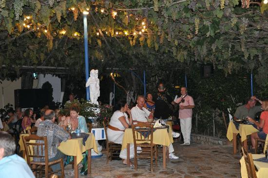 Sebastian's Family Taverna & Accommodation: Dining Area