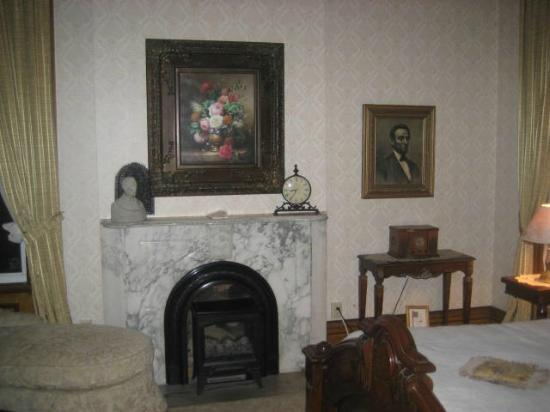 Victorian Mansion: Lincoln room fireplace