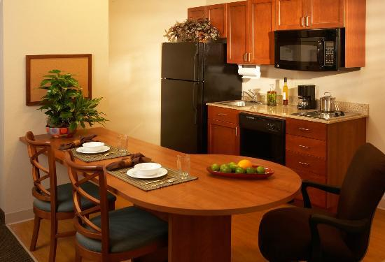 Candlewood Suites Kansas City Speedway: One Bedroom Suite (view of kitchen)