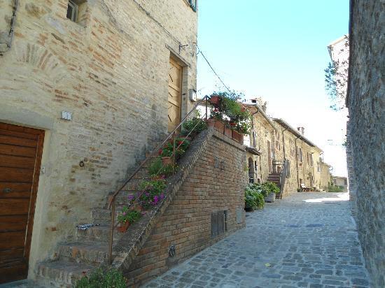 Hotel Fortebraccio: una via di Montone