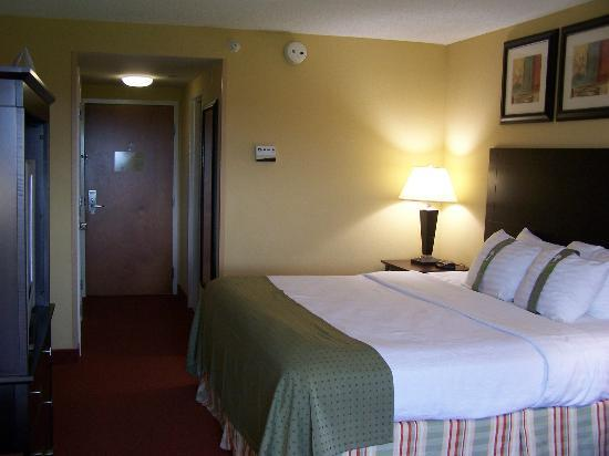 Holiday Inn Martinsburg: View of room