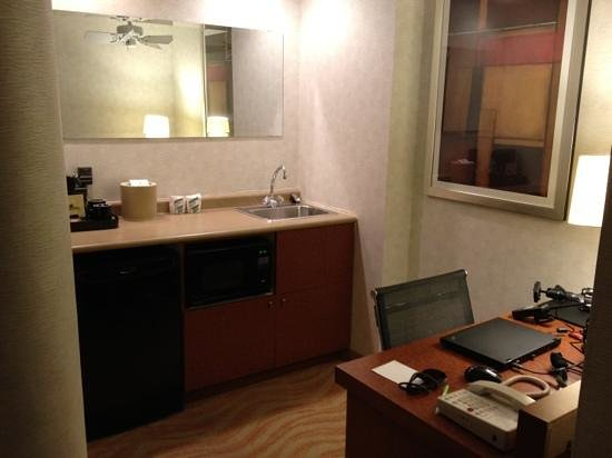 SpringHill Suites Old Montreal: Kitchenette