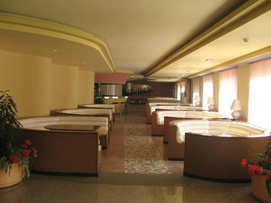 Hotel Oasis: Closed reception bar area, now used by guests with their laptops etc