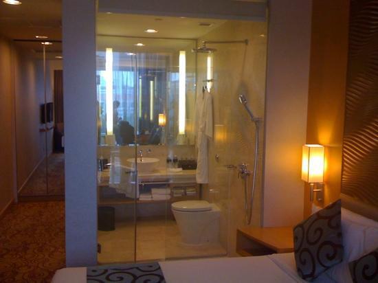 Park Hotel Clarke Quay: Das Badezimmer