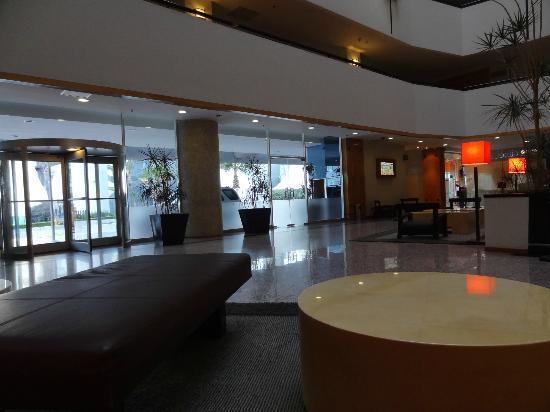 شيراتون سويتس سانتا في: Lobby 