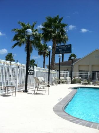 Homewood Suites by Hilton Corpus Christi: pool deck was not hot
