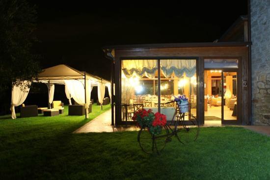 L 39 antico casale san martino al cimino ristorante for Case con vetrate