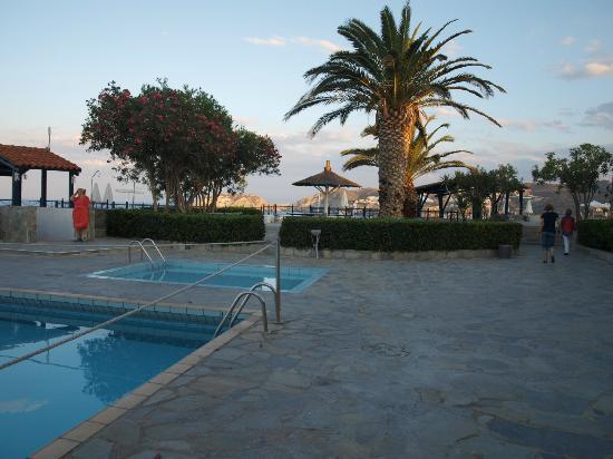 โรงแรม เดอะเพนนินซูล่า: piscine 1