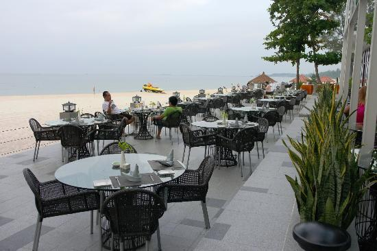 Bintan Lagoon Resort: RICE (Beachfront Bar and Dining)