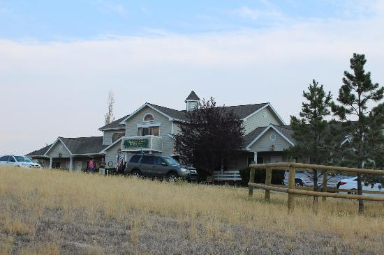 Yellowstone Basin Inn : Yellowstone Basin In Front of the property