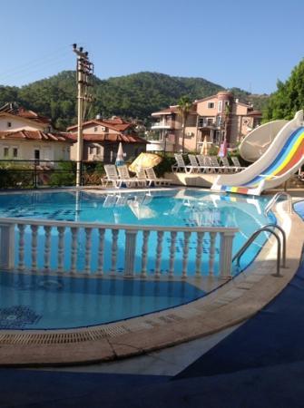 Lunamar Apartments: pool