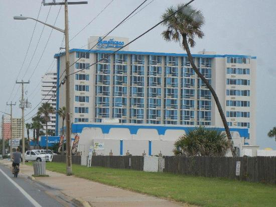 Americano Beach Resort: Pic of resort driving north on A1A