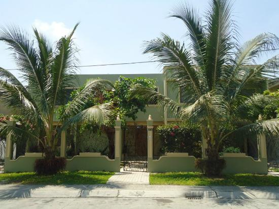 Hostal Nucapacha: Front view