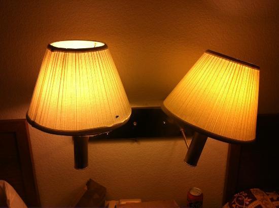 Monterey Fairgrounds Inn: broken lamp fixtures