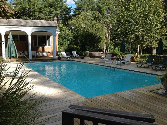 Enchanted Manor of Woodstock: Nice Pool with incredible Deck, Hot Tub and Woods
